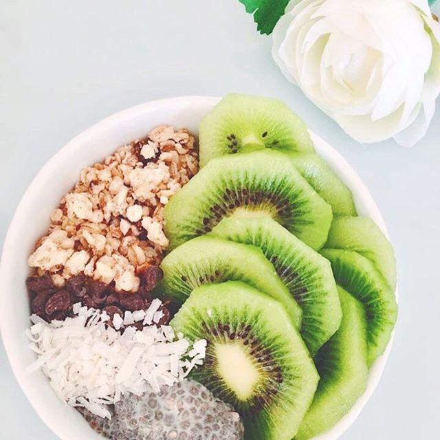 """26 mentions J'aime, 4 commentaires - 🎀Blogueira🎀 (@lena__gomes) sur Instagram: """"Delícioso!  #inspiração #delicioso #kiwi #vegetarian #vegetariano #vegetarianfood #vegan #vegangirl…"""""""