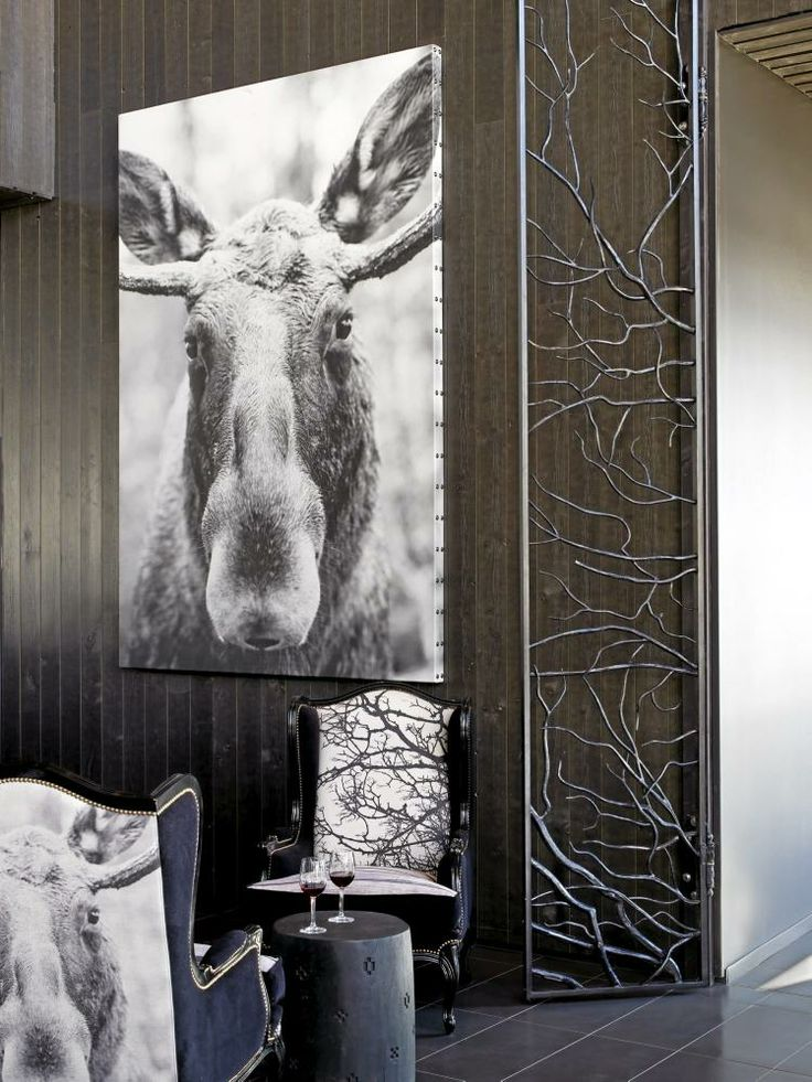 LOKALE DYREMOTIVER: Det er fotograf Ole Walter Jacobsens bilder som er blitt benyttet på hotellet. Motivene finner vi på stoler, lampeskjerm...