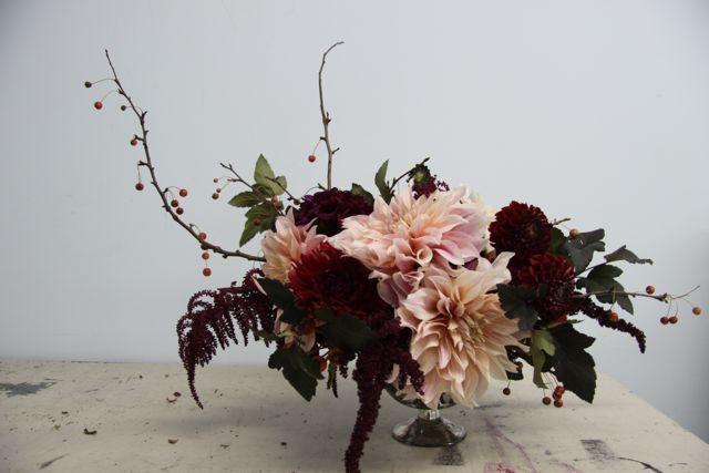 little flower schoolArrangements Ideas, Beautiful Flower, Blushes Pink, Wedding Ideas, Little'S Flower Schools, Tables Centerpieces, Flower Arrangements, Little Flower Schools, Dahlias Arrangements
