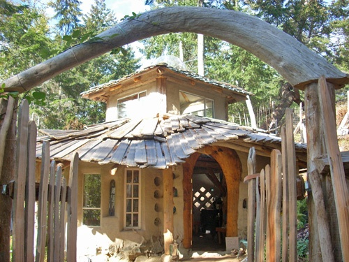 Mud Girls! A network of women builders onthe west coast of BC, Canada, specializing in using local, natural and recycled materials; everything from cob cabins, ovens and benches to installing natural insulation, earthen floors and wall plasters in any style home.