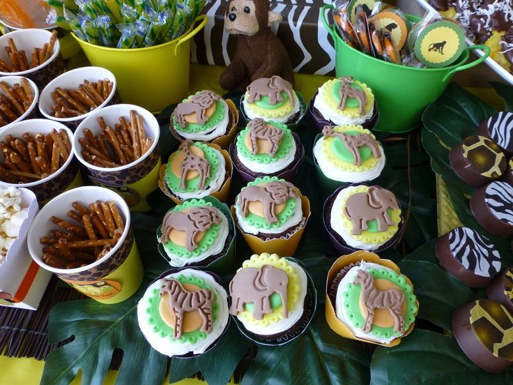 zoo cupcakes with fondat topper