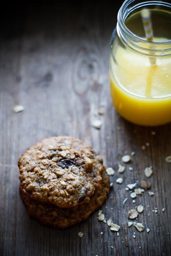 Prøv en anderledes myslibar. Cookies med havregryn, nødder og chokolade er nemt og lækkert tilbehør til brunch eller en formiddagssnack. Find morgenmadsopskrifter her.