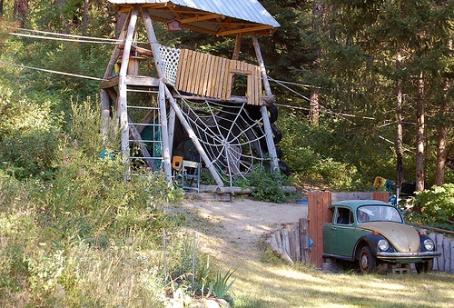 VW entrance with tunnel + spider web = little boy's dream