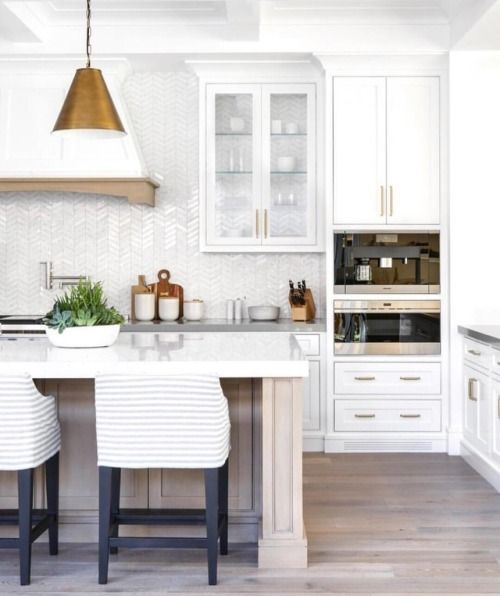 Airy & fresh transitional kitchen #diningroomideastransitional