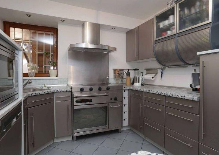 Ezüst színben ragyogó modern konyha - Modern kitchen in silver
