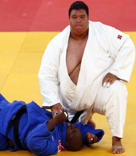 Po przegranej walce grożono mu śmiercią. Brytyjczycy chcą go deportować. http://sport.tvn24.pl/najnowsze,135/gwinejski-dzudoka-moze-zostac-deportowany-z-wielkiej-brytanii,531286.html