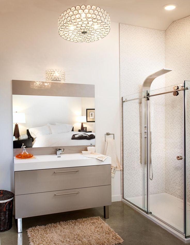 vous pouvez adopter la suspension d 39 un luminaire pour une salle de bains collection armoires. Black Bedroom Furniture Sets. Home Design Ideas