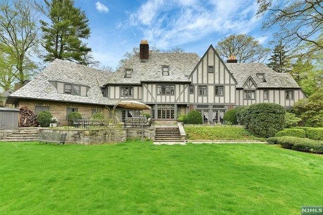 For Sale - 36 Stonebridge Rd, Montclair, NJ - $3,400,000. View details, map and photos of this single family property with 8 bedrooms and 6 total baths. MLS# 1648109.