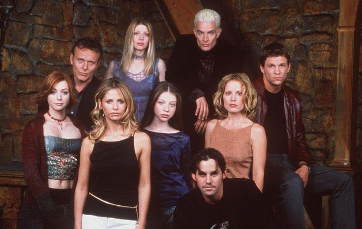 """So sehen die Stars heute aus! Man mag es kaum glauben. Vor 12 Jahren flimmerte die letzte Folge """"Buffy - Im Bann der Dämonen"""" in den USA über die Bildschirme. Nun nimmt Sarah Michelle Gellar die Fans mit auf eine Zeitreise!"""