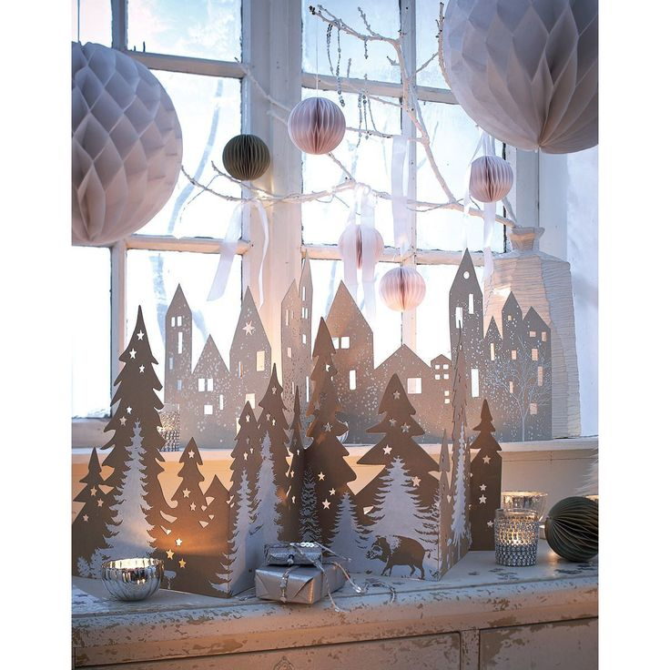 Wenn erst zauberisches Licht diesen Winterwald von hinten beleuchtet, lässt auch die weihnachtliche Stimmung nicht mehr lang auf sich warten - diese dekorative Silhouette zum Aufstellen verbreitet wunderbar festliches Flair. #Deko #Weihnachten #Impressionenversand