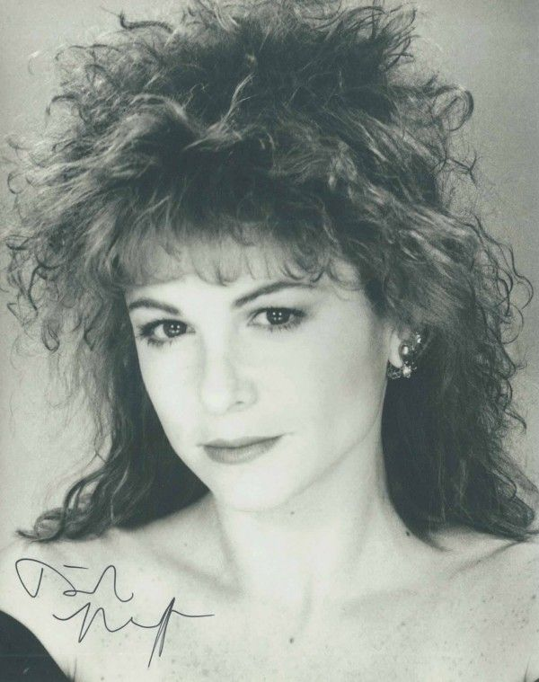 Dinah Manoff Nude Photos 50