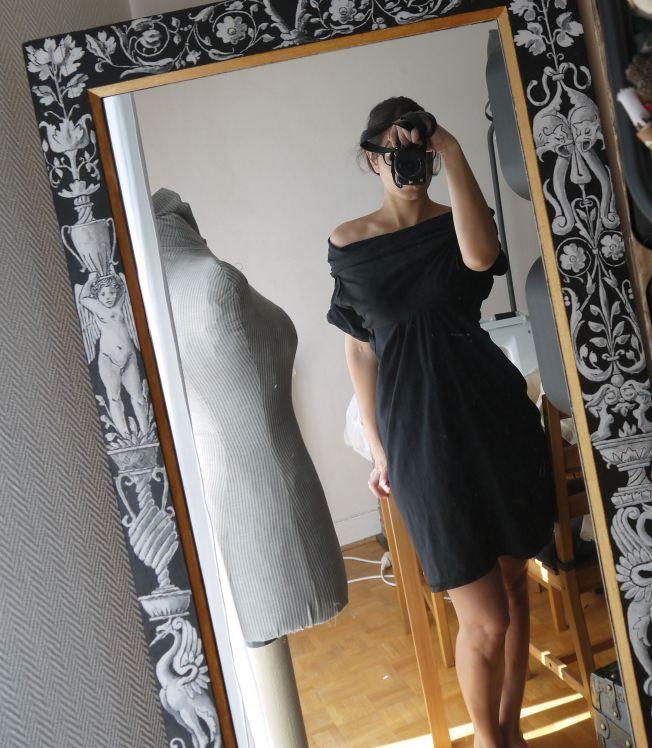 Pour la novice que je suis en couture! Une robe faite à partir de 2 vieux t-shirts!! Simple et beau!