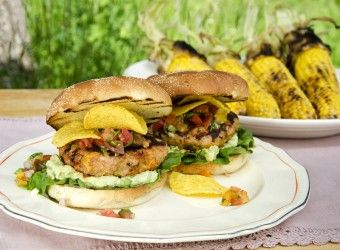 Tex-mexburger med salsa og guacamole    Fru Timian