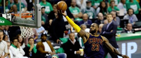 NBA play-off tarihinin en skoreri LeBron James