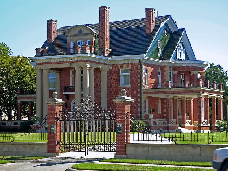 https://flic.kr/p/5H4RAU | Thistle Hill, Hospital District | Built by cattle baron A.B. Wharton as a wedding gift for his daughter in 1904, Thistle Hill is among the last surviors of Fort Worth's former mansion row.  The house is now open for public tours.