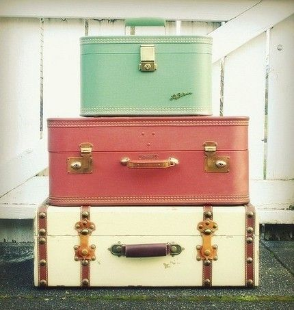 packing up: Colors Combos, Vintage Suitcases, Old Suitca, Travel Tips, Trunks, Bedside Tables, Things, Vintage Luggage, Bags