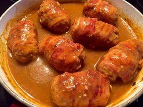Zawijane zraziki z mięsa mielonego Polecam dziś Wam smakowite zraziki z mięsa mielonego zawijane w wędzony boczek i duszone w sosie grzybowym. Pyszny obiadek, idealny na niedziele. Z pewnością każdemu posmakuje. Takie mięsko i sosik fajnie komponują się z pyzami lub duszonymi ziemniaczkami. Do tego jeszcze pyszna surówka i mamy rewelacyjny obiad. Przepis na moją …
