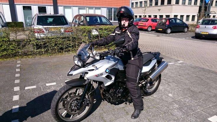 Eén van mijn hobby's is motorrijden. Heerlijk toeren en ondertussen lekker van de omgeving genieten. Mij kun je bijna niet blijer maken.  sienenco.nl