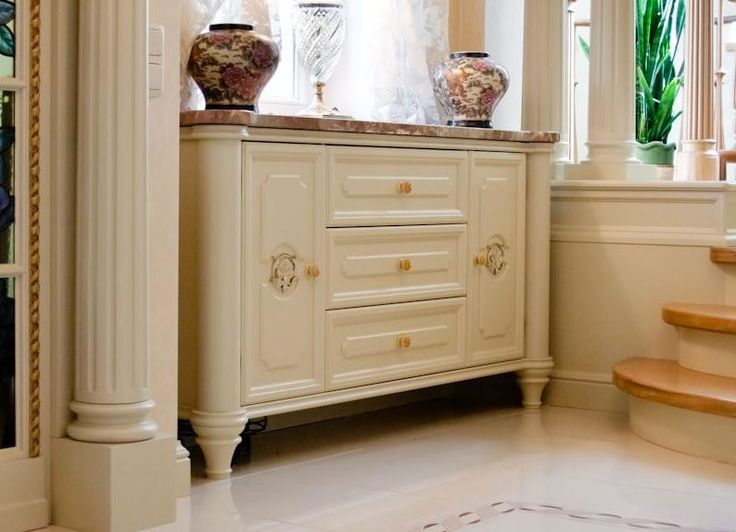 Our traditional chest of drawers with marble top. #chestofdrawers #sideboard #bespokefurniture #handcrafted #wislondon