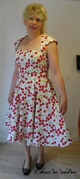 Evelyne à notre magasin robe-retro.fr