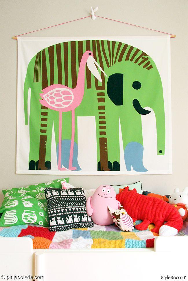 """Jäsenen """"Pinjacolada"""" lastenhuoneen seinää koristaa Marimekon Karkuteillä-kangas. #styleroom #inspiroivakoti #lastenhuone #marimekko"""