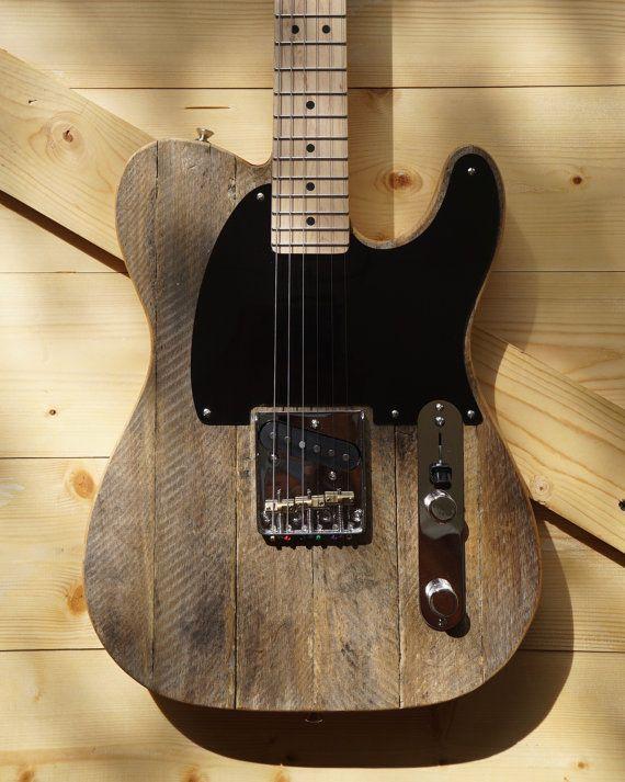 Main-acheminé pin corps Telecaster avec récupéré Ohio peuplier Apple caisse dessus. Tour de cou Mighty Mite et le pont et mis à jour le Esquire câblage faire cette beauté dépouillée, légère et croustillante. Brancher un ampli Fender ou un vieux ton argent pour le ton Tele que vous avez besoin. Commutateur à trois positions avec câblage Modded Eldred Esquire:  Mise en position #1. Cette position arrière est true bypass. Pickup unique de la guitare est acheminé directement à la prise de…