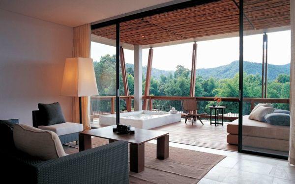 Chambre d 39 h tel avec jacuzzi baignoire spa sur la terrasse for Ideal hotel design chambre jacuzzi