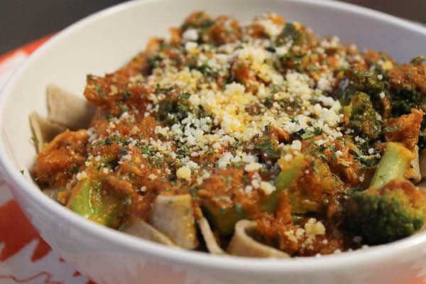 I'm just going to say it: tuna pasta does not look appetizing. Maybe to others, it doesn't even sound appetizing. But I grew up eating it, and it's a cinch to make, so it's one of those things that I turn to when I'm lacking in dinner ideas. It's a real cupboard meal, using ingredients that you probably have stocked in your kitchen and freezer.