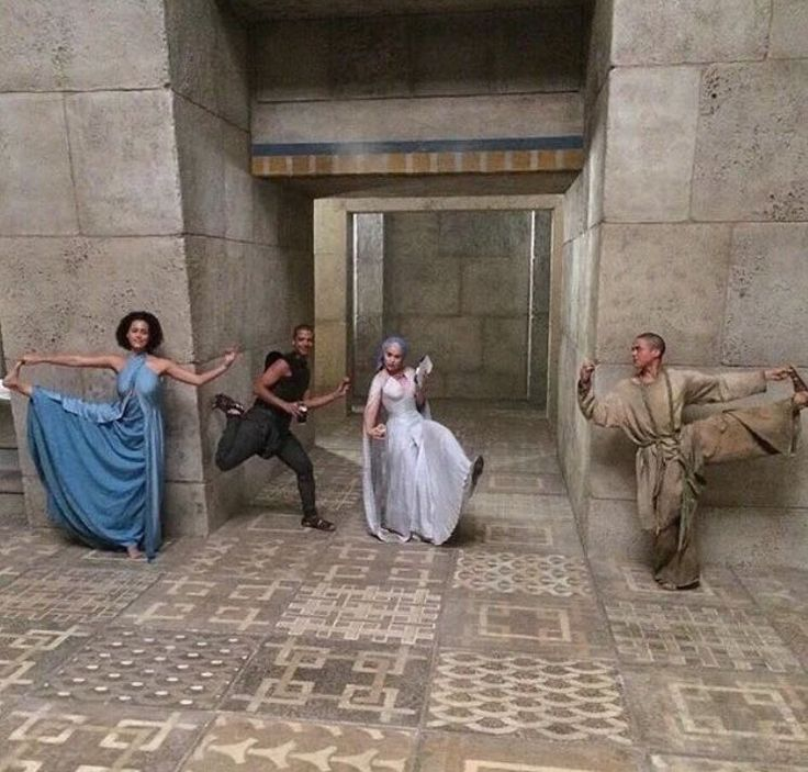 GAME OF THRONES - One of the BEST partial-cast photos taken, EVER. #MoreLikeThisPlease #ThankYou