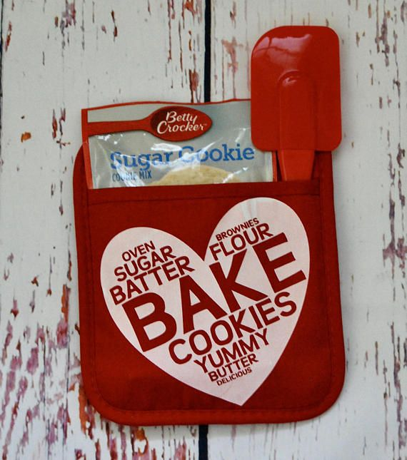 Personalized Pot Holder Or Oven Mitt Valentine S Day Cricut Valentines Projects Pot Holder Crafts Cricut Projects Vinyl