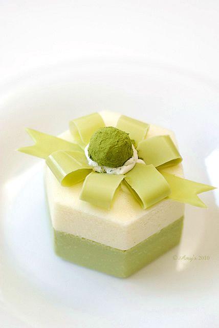 Matcha Green Tea and Vanilla Mousse Cake with Matcha Chocolate Ribbon|抹茶とバニラのムースケーキ #plating #foodart #presentation