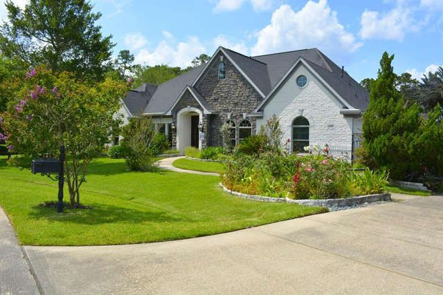 Custom build home in the Forest of Friendswood! Very open floor plan and unique design. Three spacious bedrooms-all with walk-in closets and personal bathrooms, one of which is wheelchair friendly. Study, formal dining and gourmet eat-in kitchen with enormous granite top at island with reverse osmosis water filter by stove top for quick access. Great Room with Bose surround sound speakers built in. Stone fire place and teak mantel, wet bar with ice maker, wine cooler and mini-fridge, large…
