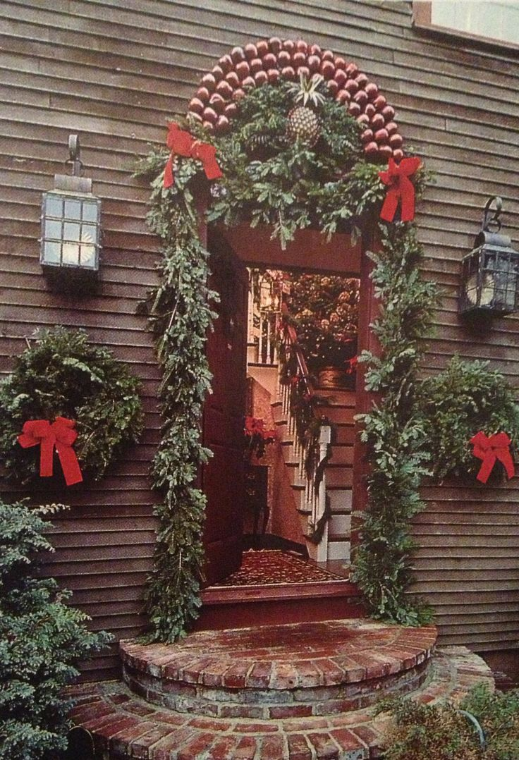 96 best colonial christmas homes outdoors images on for Colonial home christmas decorations
