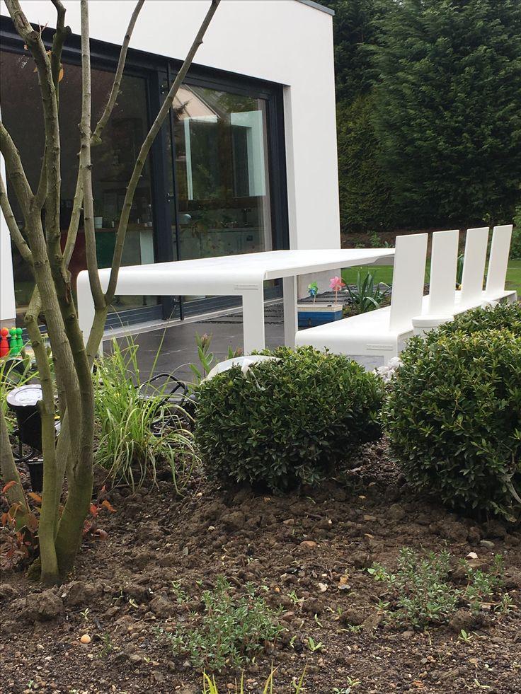 Wunderschöne und exklusive Gartenmöbel in einem Privatgarten von Rheingrün Living
