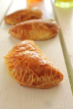 Τυροπιτάκια με ζύμη γιαουρτιού για τους μικρούς μας φίλους - The one with all the tastes