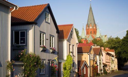 Västervik   början av 1200-talet skönjades några klippstycken ovanför ...