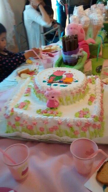 Torta de pepa cerdita en rosa y verde