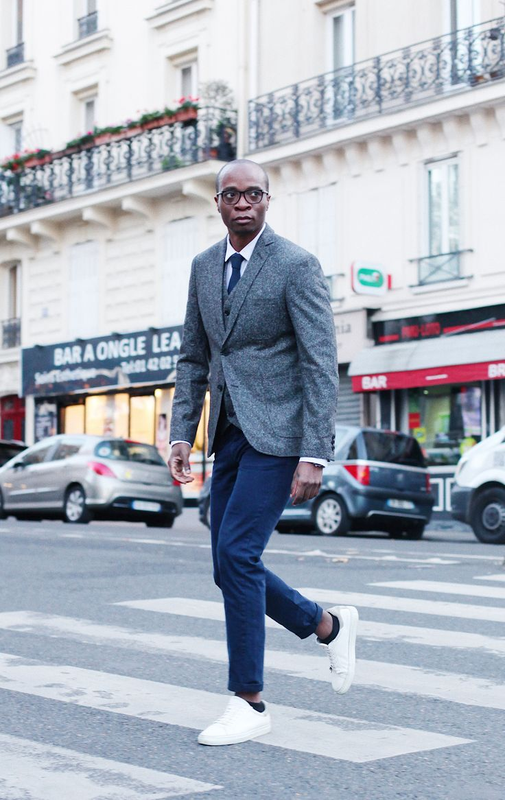 Paris.  City of love.  City of dreams.  City of splendor.  City of chic style.   Thank you Remy Makon for that great pic in your ARISTOTELI BITSIANI total outfit!