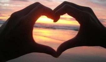 E a emoção do nosso amor Não dá pra ser contida A força desse amor Não dá pra ser medida Amar como eu te amo Só uma vez na vida.
