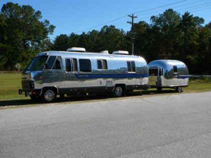 1981 Airstream 280 28 - South Carolina 1981 28 ft motorhome with a 1970 airstream trailer toy hauler.