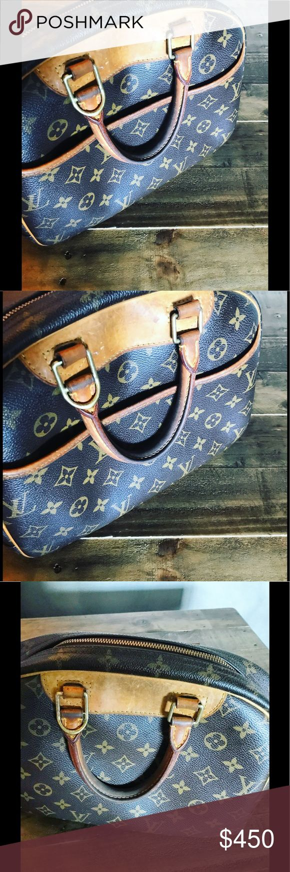 Authentic Louis Vuitton Speedy An vintage authentic Loui Vuitton Speedy. EUC , some wear and tear but still has a lot of life. No key to the locket. Some stains inside and a small tear on handle but hard to see. Leather handles show sign of use but can be early renewed.price reflects condition. Purchased at LV NYC. Louis Vuitton Bags Satchels