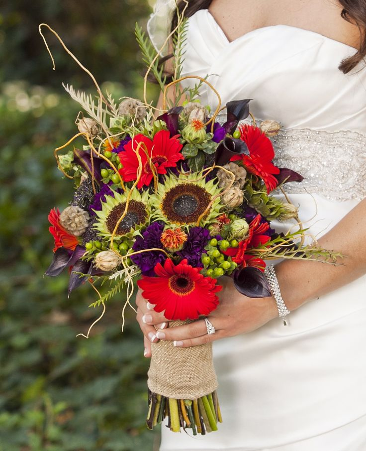 Bride's Bouquet for a  Fall Wedding -  Sunflower heads, red gerber daisies, hypericum berries... wrapped in burlap   www.wed-101.com