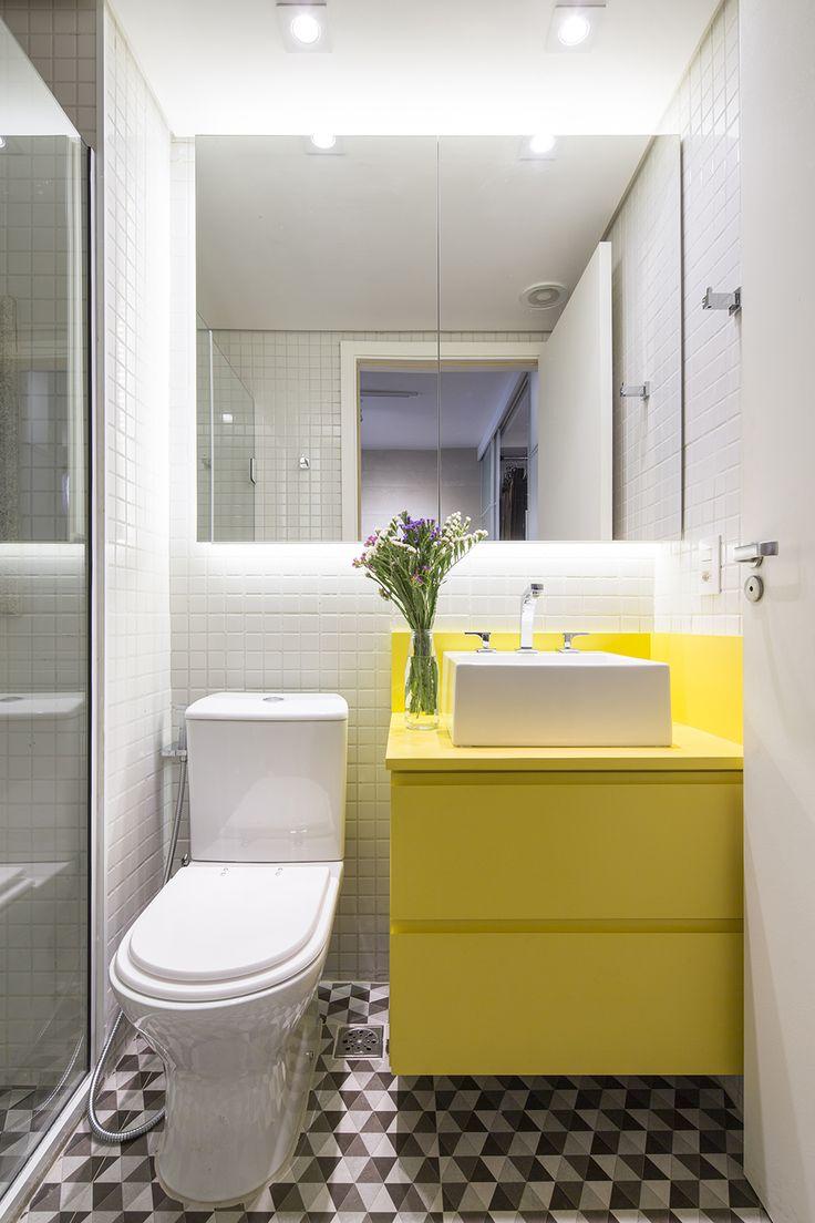 Decoração de: Banheiro; ladrilho hidráulico geométrico; Casa de Valentina