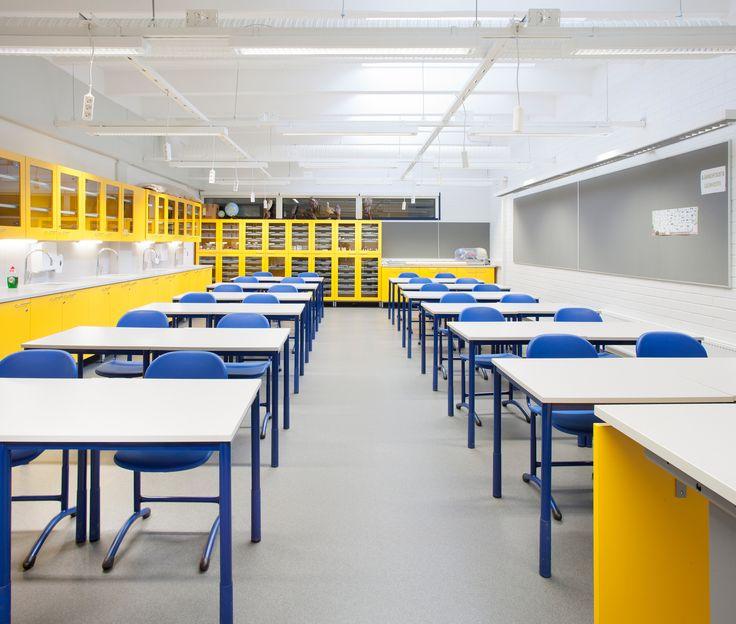 Luokkahuoneen sisustus.