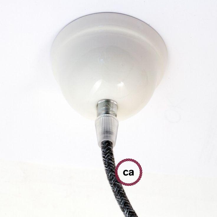 Le kit se compose de: 1 Rosace en céramique, 1 tube fileté, 1 Serre-câble Transparent, 1 Crochet de plafond modelé.