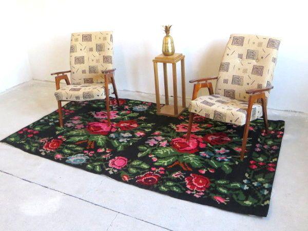 Alfombras grandes salon saln pequeo con sof y puffs beige estores blancos alfombra a cuadros y - Alfombras patchwork baratas ...