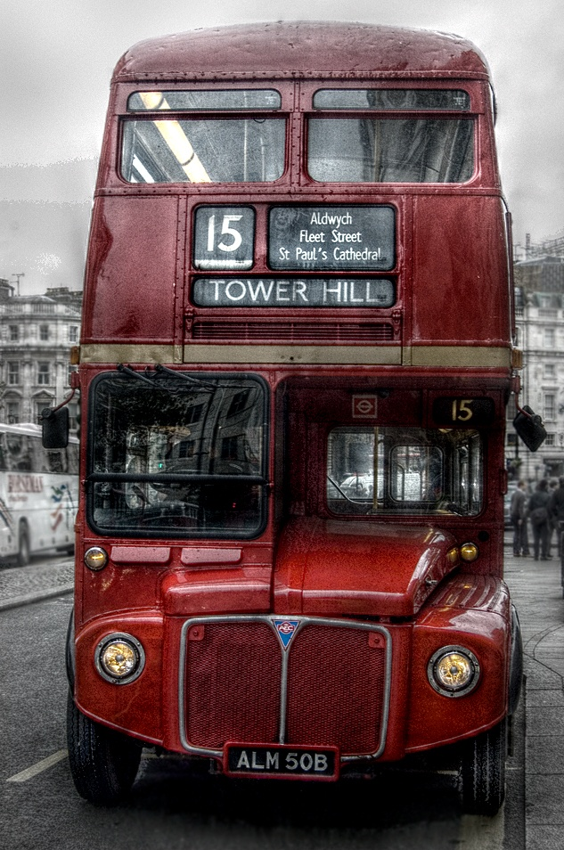 No. 15 Red Bus - Trafalgar Sq. yesterday. First try at an HDR image. Hmmm fair to middling...