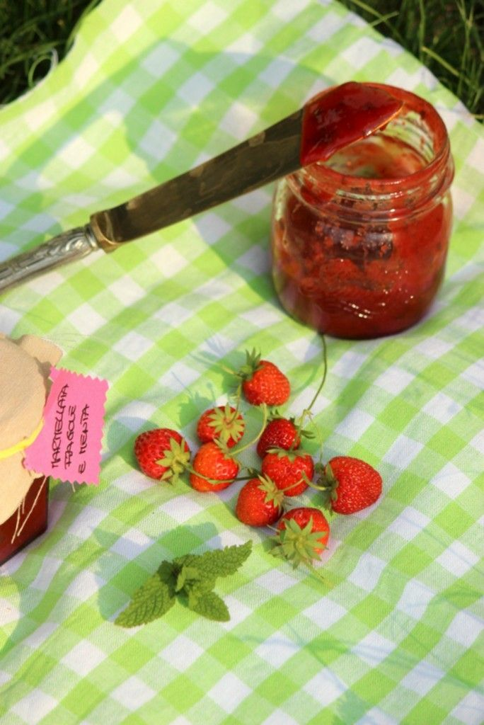 Marmellata alle fragole e menta http://www.ungiornosenzafretta.ifood.it/2015/06/marmellata-alle-fragole-e-menta.html#more-24461