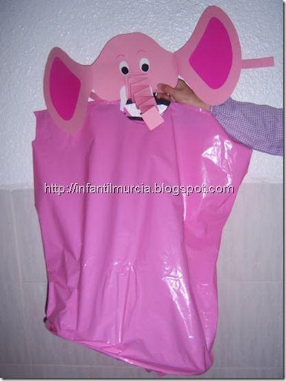 Disfraz Eli, elefante rosa con bolsas de Basura