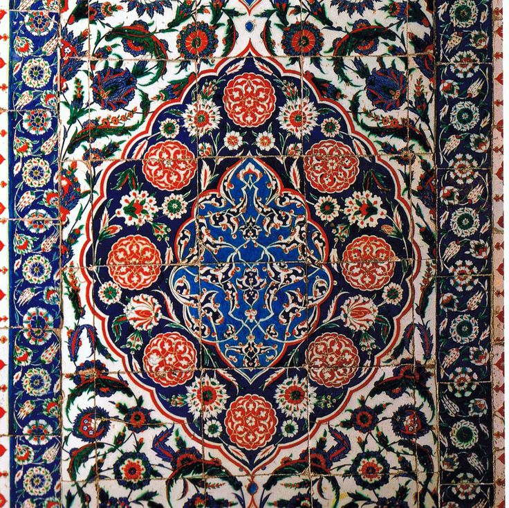 Common 16th and 17th century Iznik tile pattern from Turkey